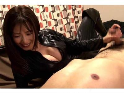 マニアなM男へキャットスーツで自宅訪問する熟女がいやらしくて優しい 三浦恵理子