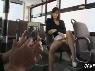 公衆トイレやバスの中で男を誘惑逆レイプする長身美脚のミニスカお姉さま 神波多一花