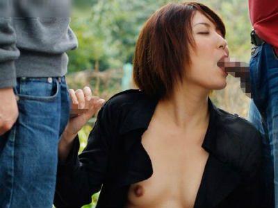 裸にロングコートの露出狂の変態女が逆ナンパして男を漁る 瀬奈涼