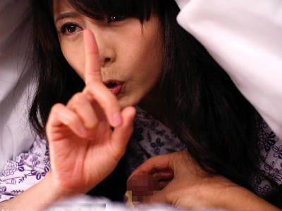 憧れの熟女先生と来た修学旅行での忘れられないエッチな思い出w 三浦恵理子