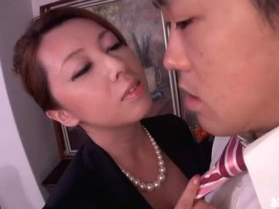 熟女社長が営業成績の悪い男性社員に爆乳を使って逆セクハラ 風間ゆみ