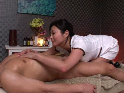 乳首責め専門のメンズエステで敏感になるまで刺激する痴女セラピスト 山本美和子