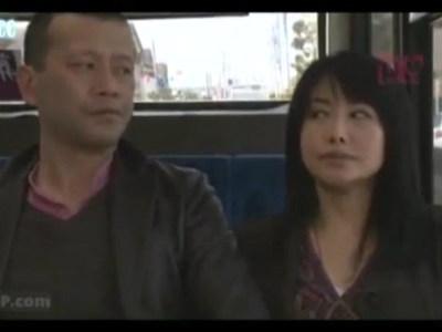 1日に何度もいろんな男とカラダを交える熟女OL 浅井舞香 ヘンリー塚本