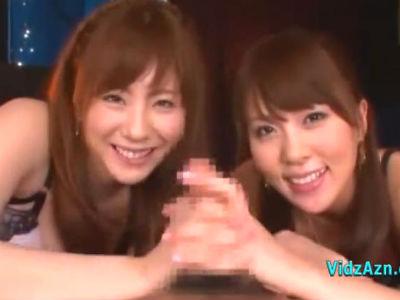 美女2人が1本のチンポを合わせ手コキで責めまくる 麻美ゆま