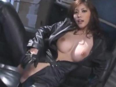 レザースーツで貪欲に男をくわえ込むセクシーお姉さん 立花里子