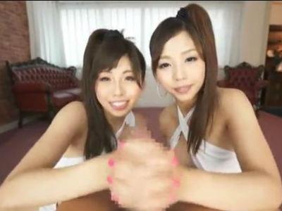2人美女が手を握り合って1本のチンポをダブル手コキするエッチな逆3P 唯川みさき 神ユキ
