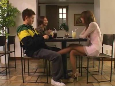 今の彼女にバレないように元カノにテーブルの下で足コキされる