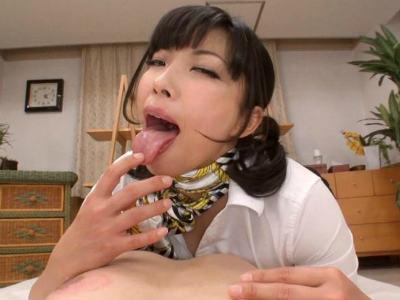 いやらしい舌使いで乳首をベロベロ舐め回す痴女エステティシャン 三喜本のぞみ