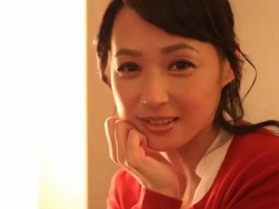 とても50歳には見えない美人な会社役員がお昼休み中に筆下ろしSEX!安野由美