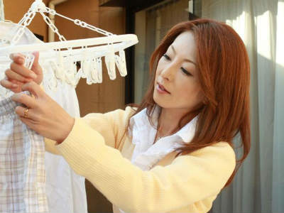 受験の為に上京して来た甥っ子と体を交じり合わせる美人嫁 芹沢恋