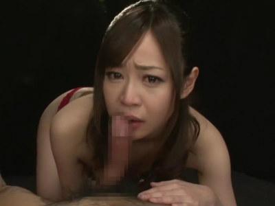 涙目になりながらも自分から喉の奥までくわえ込むイラマチオするエッチなお姉さん 京野明日香