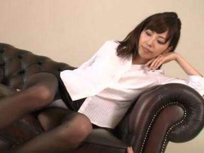 職場で大胆に誘惑してくる年増の女上司!新婚の嫁が居るのにセックスが上手くて淫乱な女上司に夢中になってしまう部下! 三浦恵理子
