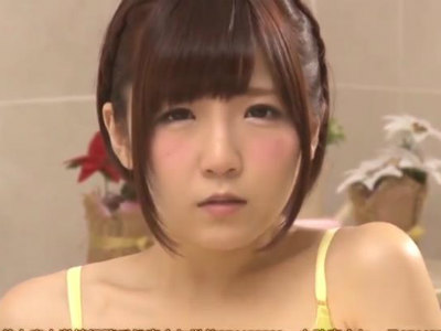 「ヌルヌルのお汁マンコからいっぱい出てるの」ローションオナニーを見せつける美少女 佐倉絆