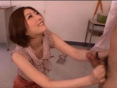 童貞男子生徒を教室で筆おろしする美痴女教師 羽田あい
