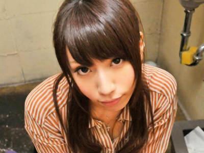 トイレに潜んでいたスタッフをシコシコ手コキする20歳の美女 叶咲ゆめ