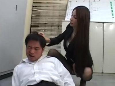 テストの答案を盗みに来た生徒を見つけてお仕置き足コキする黒パンストの美脚なドS先生 鈴木杏里