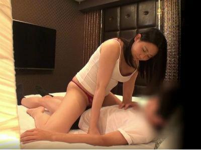 【女上司×男性部下】ラブホテルで2人きりで素股ミッションに挑戦!