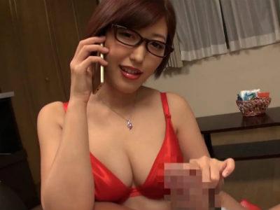 M男に手コキしながら電話し始めるメガネのインテリお姉さま 水野朝陽