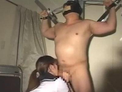 M男を目隠し拘束してフェラで口内射精させるとグラスにそれを吐き出し再びフェラする変態性癖の女子校生