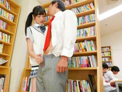 ズボンに手を入れてベロチュー手コキ!図書館で風紀委員会長JKが男子を逆レイプ