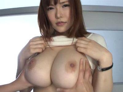 「いっぱい触って」爆乳過ぎる先生のおっぱいをみんなに内緒で揉ませて貰った 沖田杏梨