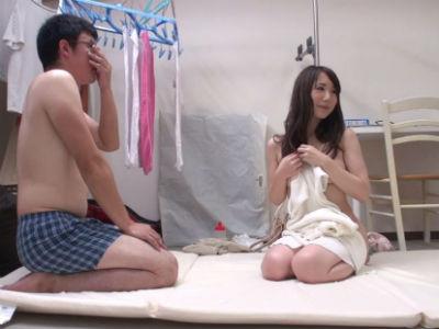 上品な元ミス成城のセレブ妻が童貞相手に素股初体験 澤田あや