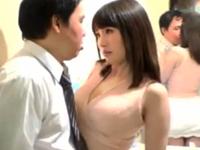 【動画】巨乳痴女妻が同窓会で同級生をフェラチオ抜き