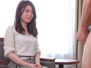 美人妻のセンズリ鑑賞&手コキでザーメン暴発