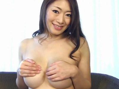フェロモン熟女のカメラ目線淫語見せつけおっぱいフェチ動画 小早川怜子