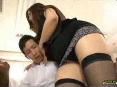 関西弁のミニスカビッチな女教師が生徒を逆レイプ