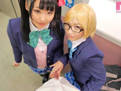 アニメ声の美少女が2人がかりでコスプレ姿で左右からエッチに誘惑してくる痴女動画 あず希 麻里梨夏
