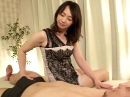 「中に出しなさい!」痴女っぷり全開!男に淫語で中出しをねだる五十路熟女 安野由美