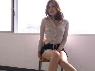 セクシー過ぎるという理由で教師をクビになった27歳の帰国子女のお姉さんのフェラ 西野エリカ