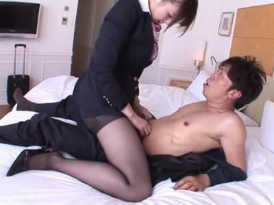 むちむちパンストのキャビンアテンダントとホテルで濃厚セックス 辰巳ゆい