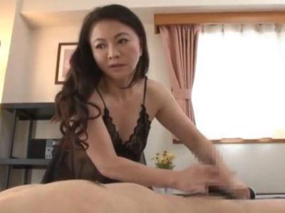 部長の奥さんは若い男が好きな淫乱痴女でした 矢吹ちはる