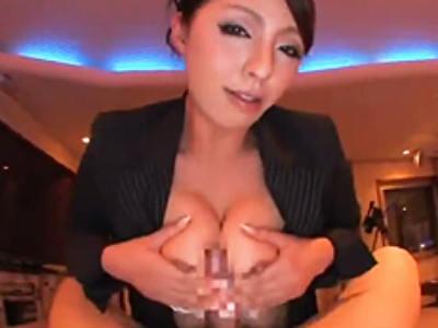 スーツ姿のお姉さんがチ○ポを大きな胸とアソコで擦り付け焦らし責め 村上涼子