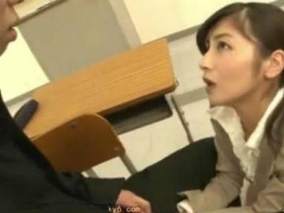放課後の教室で憧れの女教師がしていた変態行為を目撃した生徒 平清香 水城えま 芦名ユリア