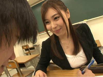 モテない童貞のボクが学校で先生やクラスメイトに誘惑されて中出しセックス 小川桃果 朝比奈ゆめ