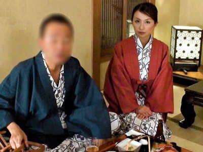 旦那の借金のせいで寝取られてるのにイキまくってしまう36歳の淫乱人妻 青木玲