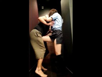 【閲覧注意】コスプレギャルに金蹴りされるM男!スマホ個人撮影