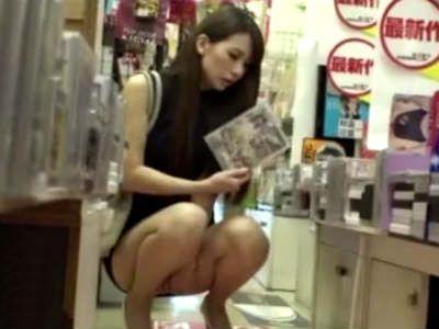 アダルトDVD店に一人できたお姉さんがAVのパッケージを見てムラムラした結果 彩奈リナ 神波多一花 大場ゆい