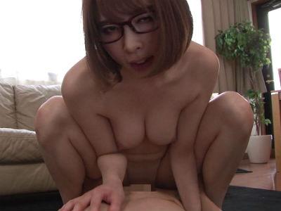 生徒もその父親もムラムラさせて誘惑する痴女家庭教師 本田岬