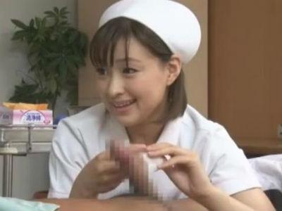 夜間巡回で入院患者の溜まった精子を抜いてくれる可愛い痴女ナース 周防ゆきこ