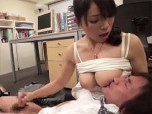 部下を授乳手コキでザーメン発射させるドS上司 進藤由紀乃