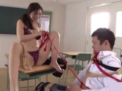 男子生徒をロープで拘束して跨り騎乗位責めで中出し連続射精させる女盛りの痴女教師 佐々木あき