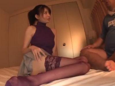 紫色のブラとパンティで悩みのある男を優しくいやらしく導く人妻セックスカウンセラー 中森いつき