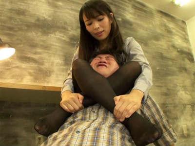 パンストマニの盗撮犯に足コキするセクシー捜査官 真木今日子