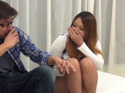 「まずは手とかつないでみます?」童貞とセックスして中出しすれば1回10万円もらえるのでギャルは誘惑しはじめる