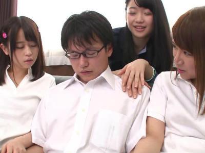 真面目な男子生徒をみんなで弄ぶビッチなjkたち 絢森いちか 前田のの 姫川ゆうな 夢咲りお 尾崎ののか