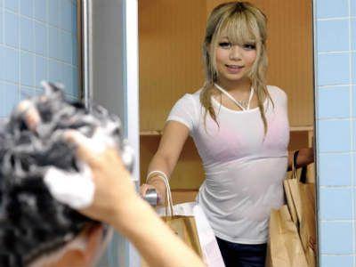 怖いDQNな先輩の妹(関西弁で可愛いギャル)が勝手に風呂に入ってきた 丸山れおな